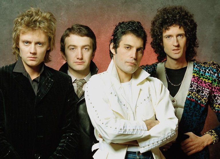 Queen-mid-70s-approved-photo-03-web-optimised-1000.jpg