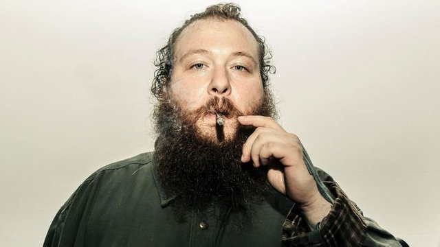 irishman action bronson as vendeur de cercueil rappeur.jpeg