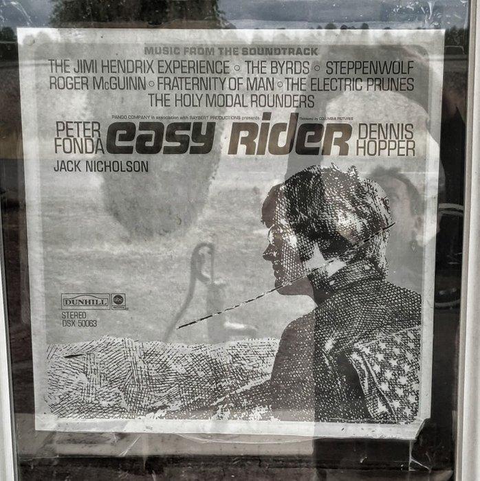 Das alte Plakat bewahrt den Geist der 60er für die Ewigkeit.