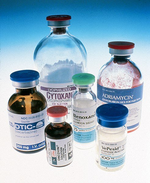 491pxChemotherapy_bottles_NCI.jpg