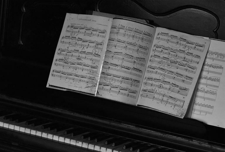 piano bw 2.jpg