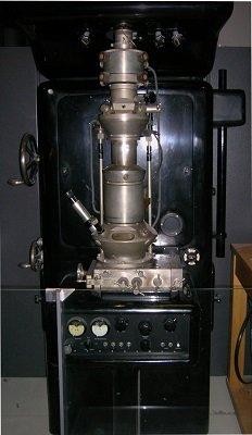Electron Microscope Ernst Ruska credit Brew uploaded on the English speaking Wikipedia by en User Hat nCoat.jpg