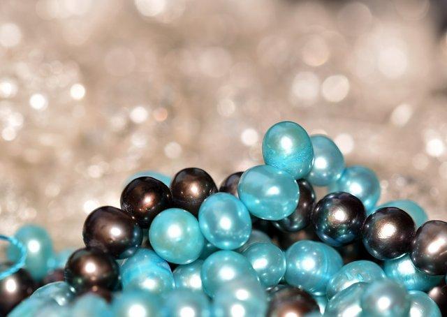 blue pearls bokeh 1.jpg