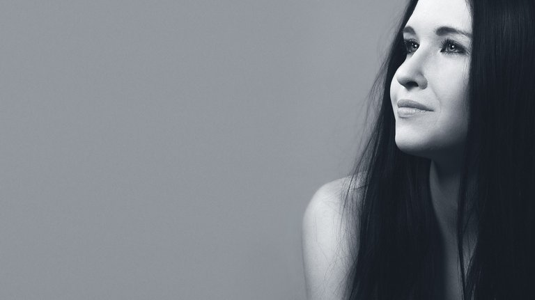 portrait-of-a-girl-1344646_1280.jpg