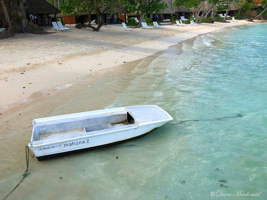glass bottom boat huahine.jpg