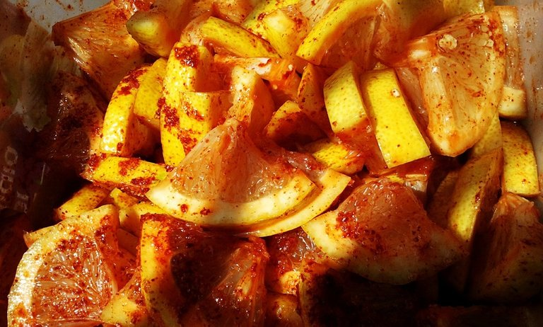 Citrus fruit with spices