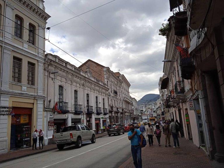 Este maravilloso lugar es una de las joyas arquitectónicas e históricas de América Latina y el mundo. Es de super importancia para este país por su rica historia y su atractivo turístico, definitivamente es perfecto para ser visitado por turistas que quieran apreciar su belleza arquitectónica o conocer la historia y cultura del Ecuador. Está ubicado en el centro sur de la ciudad de Quito, en un área de 3.75 km y es considerado el conjunto histórico mejor conservado y uno de los más importantes de América Latina. Una recomendación es ser cauteloso porque cierto porcentaje de inseguridad, aunque recomendaban estar alerta pero no vinos extraños, la gente se ve muy pasiva en las plazas descansando y muy amigable. Pronto será el otro contenido de este lugar.