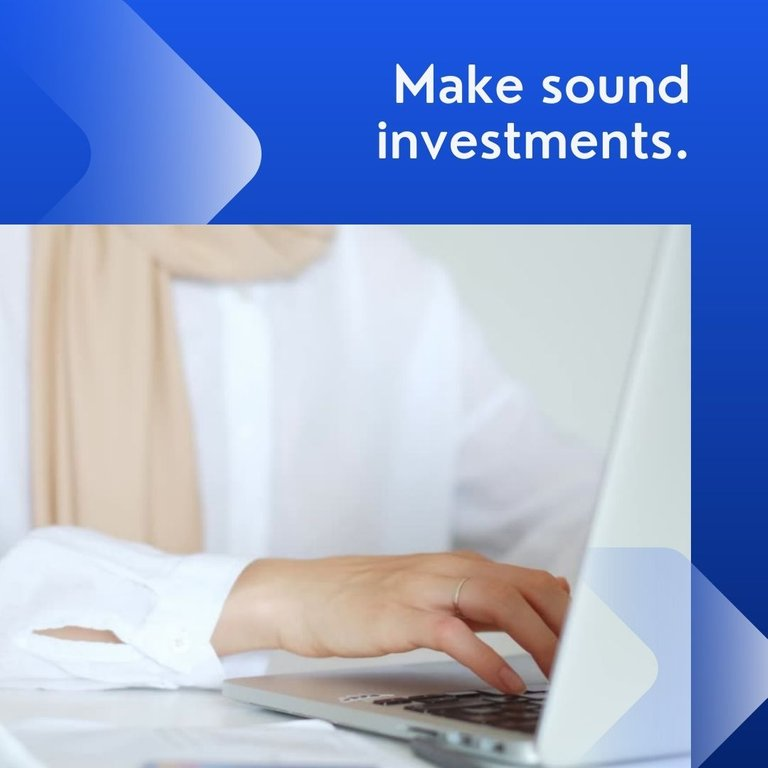 Blue Professional Gradients Investment Bank Finance LinkedIn Video Ad.jpg