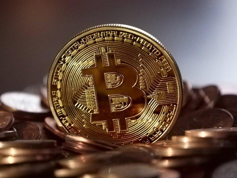 bitcoin2008262_1920 1.jpg