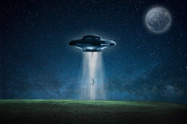 spaceship4828098_1920.jpg
