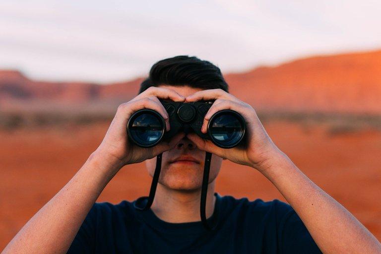 binoculars1209011_1920.jpg