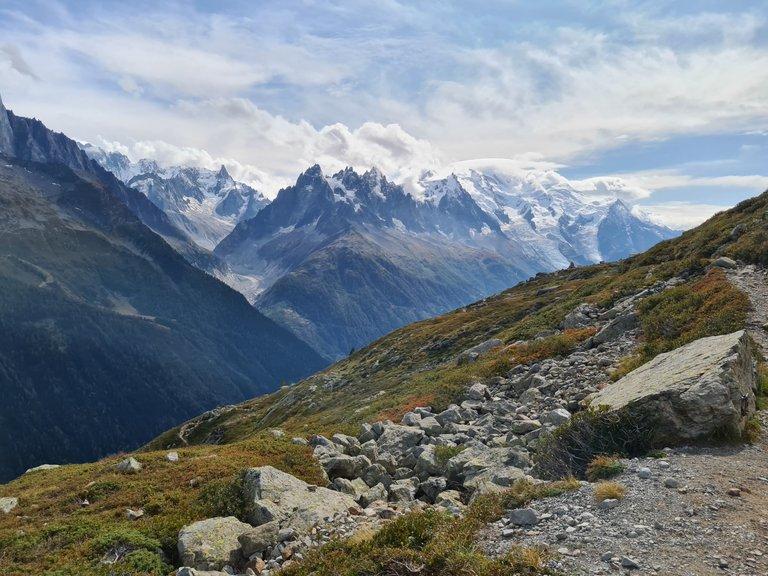 Vue sur le glacier d'Envers, l'Aiguille du midi et le Mont Blanc