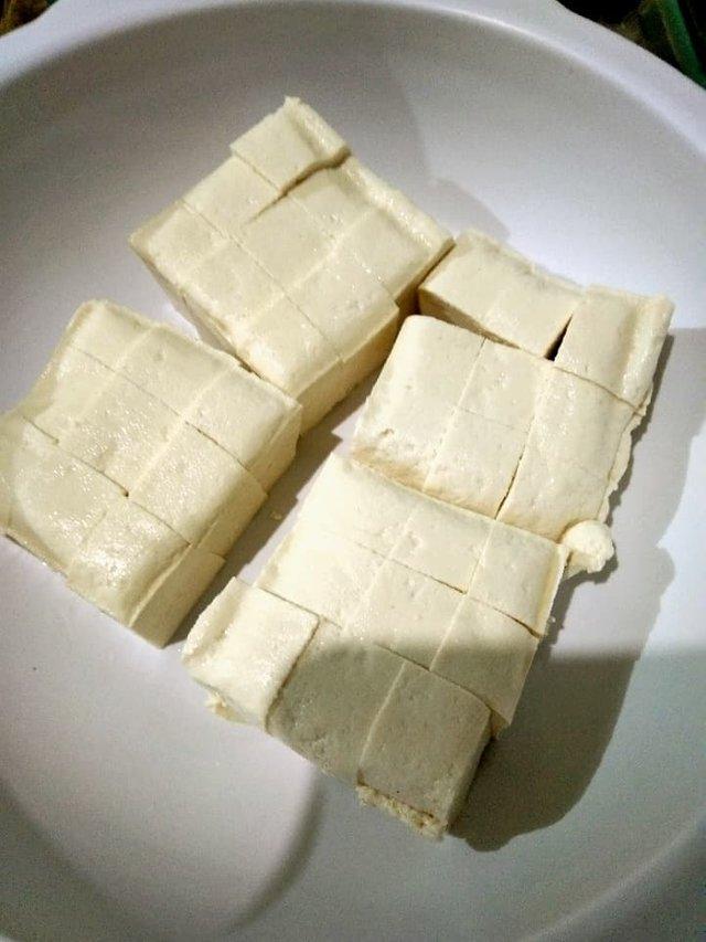 tofu, sliced.jpg