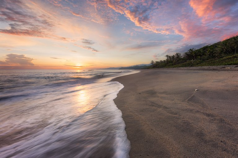 Sunrise colors at Playa Castilletes in Tayrona