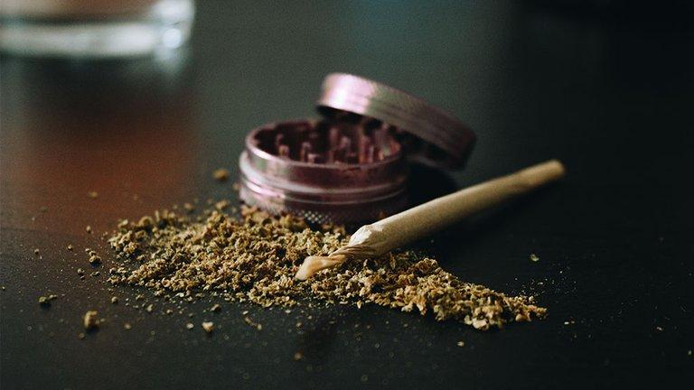 how-to-grind-weed.jpg