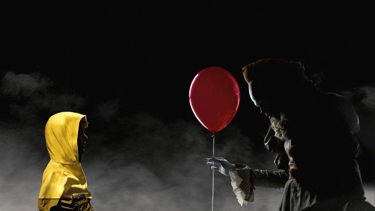 wallpapersden.com_it-horror-movie-official-poster-2017_2560x1440.jpg