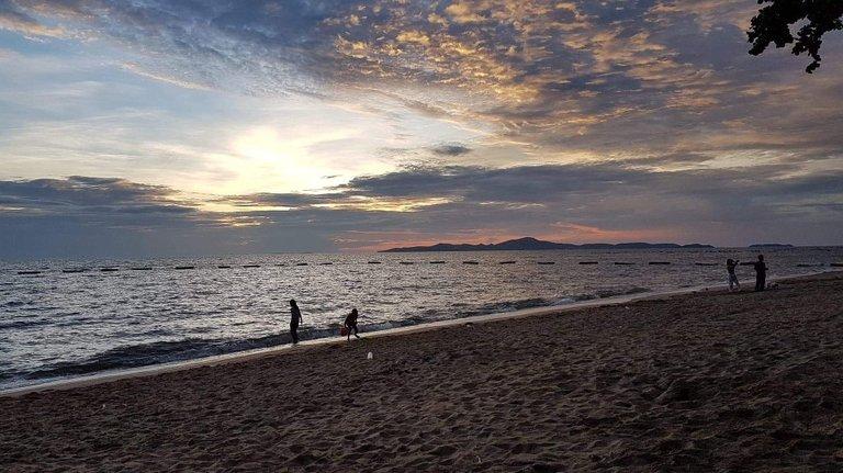pattaya_beach_oct_2020_708.jpeg