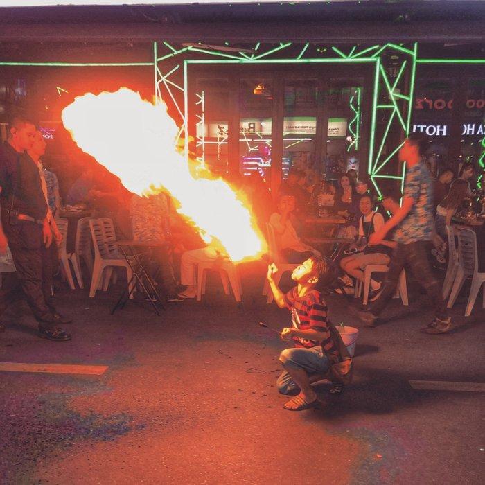 Fire breathing kids on Bui Vien Street