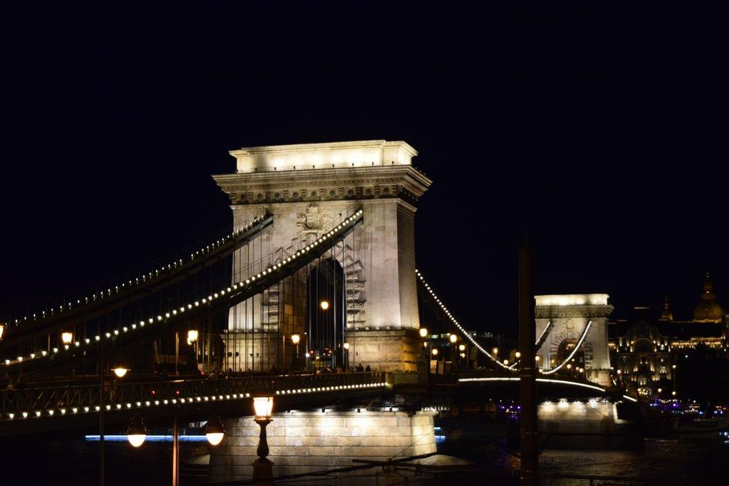 Széchenyi Chain Bridge in Budapest 11 - 12 July 2019.JPG