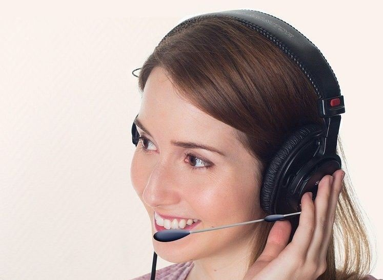 0045 headset dictation woman service1660848_750.jpg