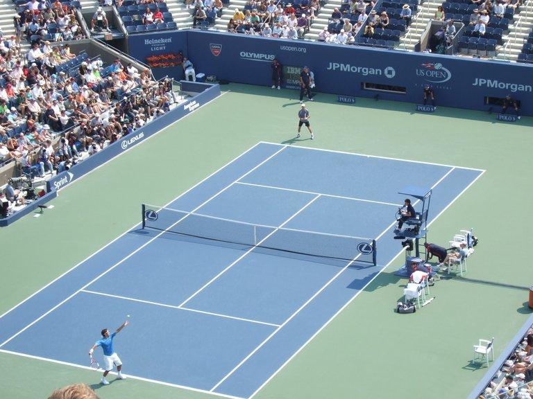 Federer_vs_Davidenko_US_Open_2006_semis.JPG