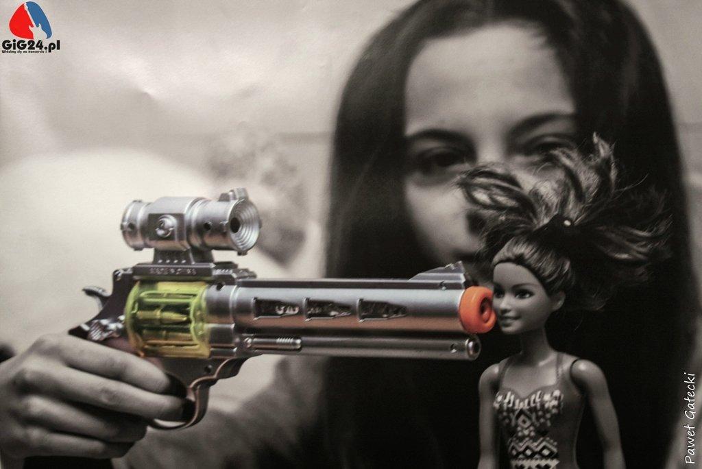 """Disarm instead of arming"" Polish poster / original title ""Rozbroić zamiast zbroić"""