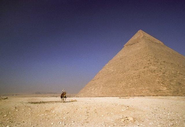 PyramidofKhafre.jpg