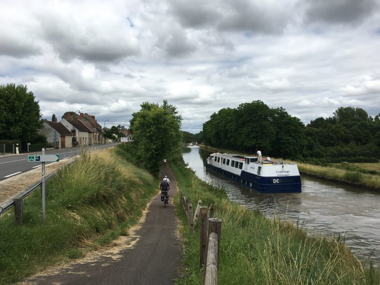 Why not cruising Central France? By boat or by bike you decide!