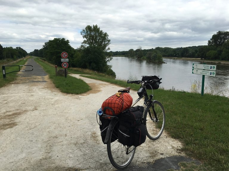 Love cycling on the Loire dikes!