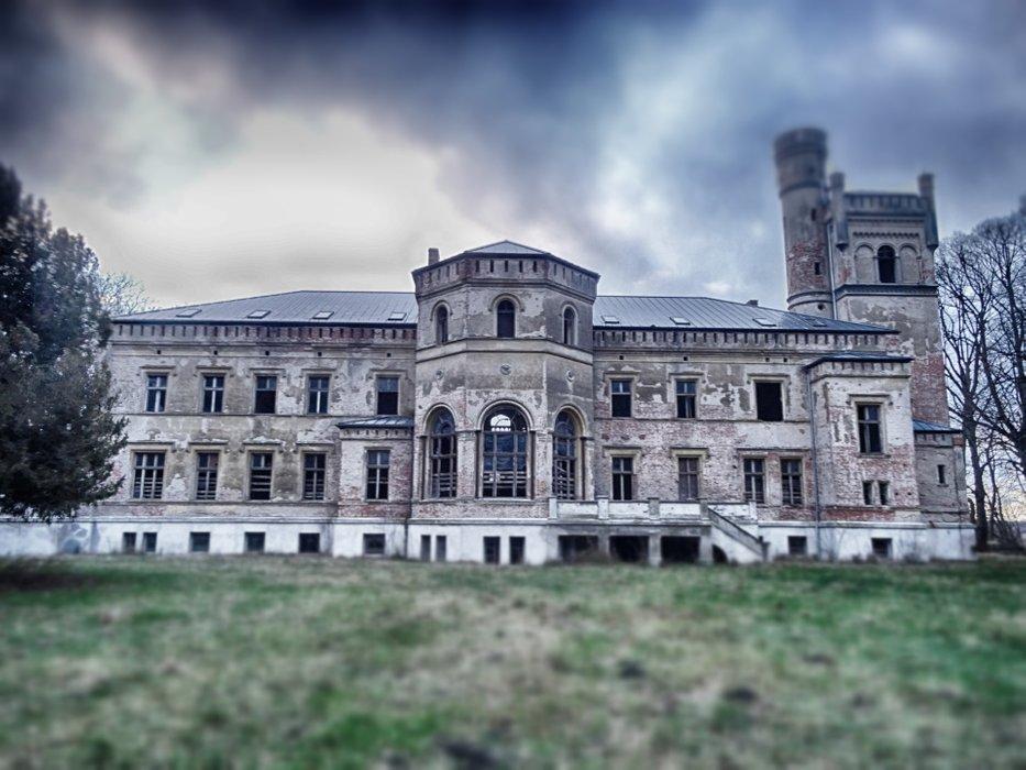 Looks like a smal Buckingham Palace.