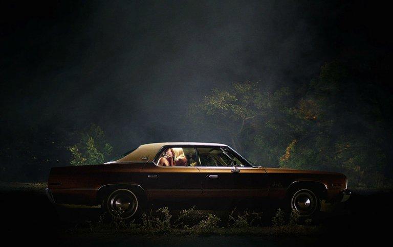 646566-it-follows-horror-supernatural-dark-1foll-ghost-itfollows-poster-love-kiss-mood.jpg
