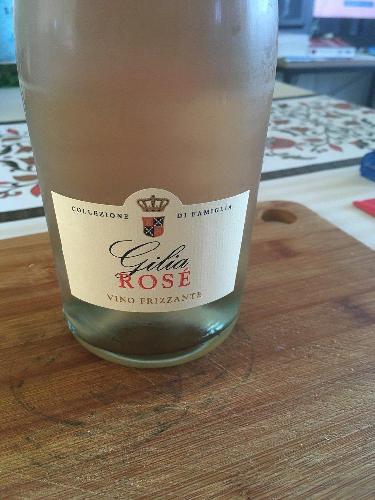 vin rosé frizzante Gilia.JPG