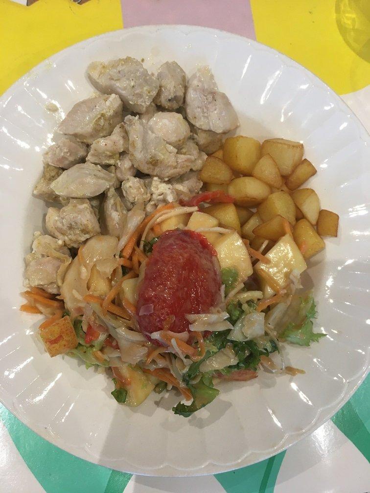 poulet pdt rissolées salade croquante vinaigrette sirop de Liège.JPG