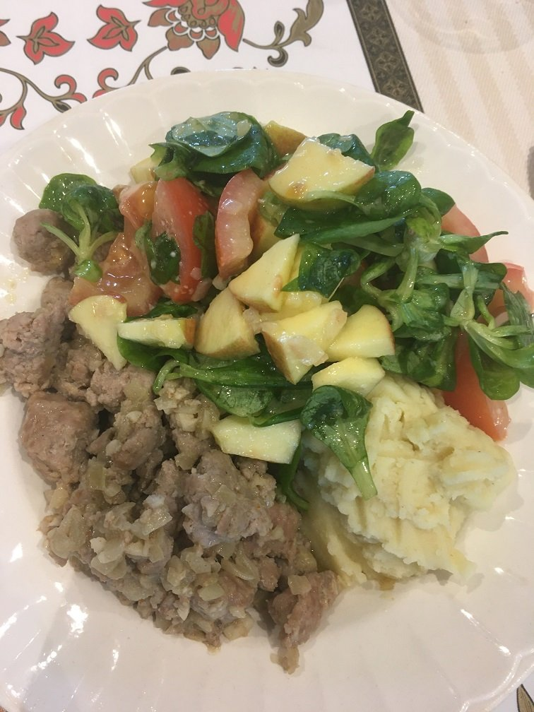 hache porc purée salade blé pomme Jonagold tomate vinaigrette.JPG