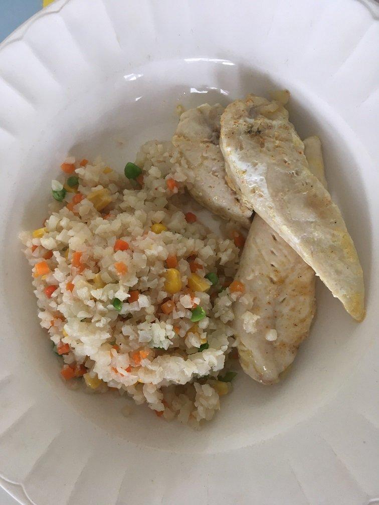 aiguillettes de poulet riz de choufleur à la cantonaise.JPG