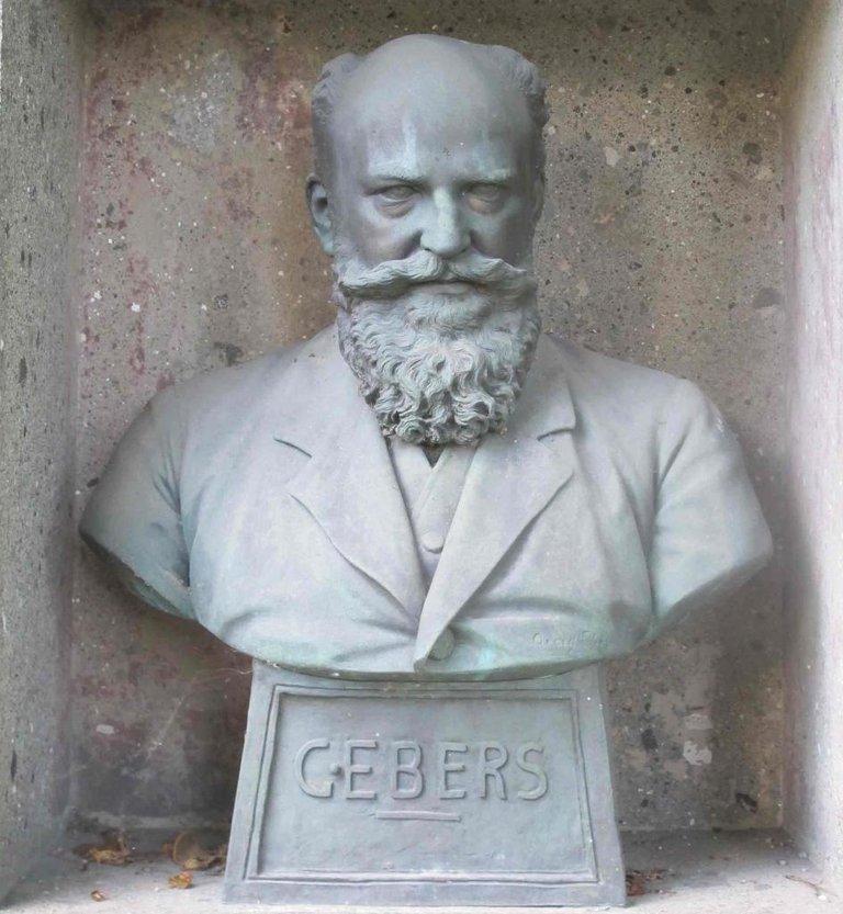 105.-Ebers_Mu_nchen_Nordfriedhof.jpg