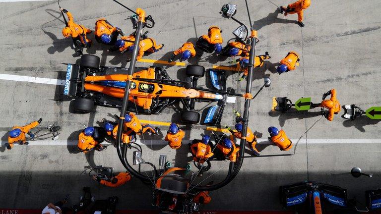 129.-Formula1-GPAustria-cambio-gomas.jpg