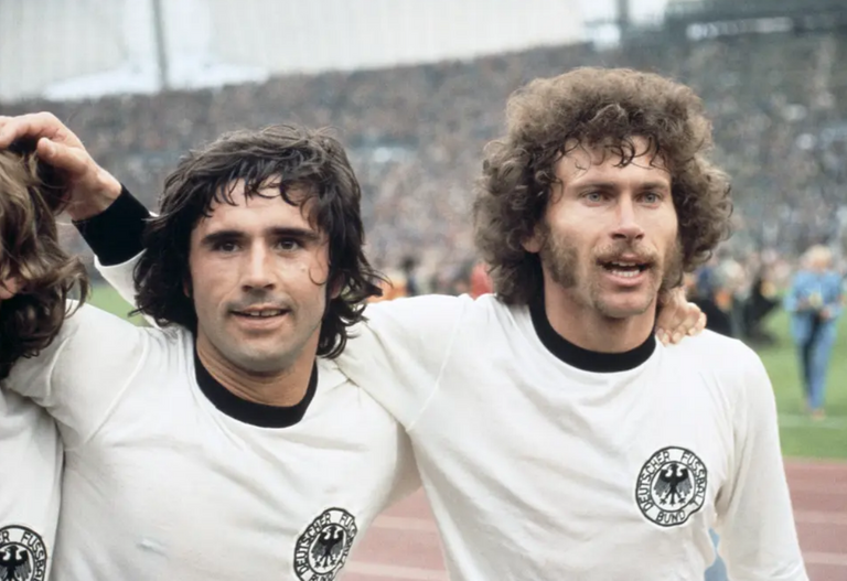 173.-Idolos-Mitos-Leyenda-Futbol-Mundiaj-Gerd-Muller-Paul-Breitner.png