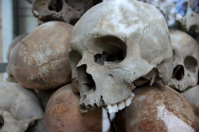 skulls-1433178_960_720 Mord Massenmord Völkermord.jpg