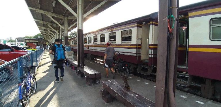 thon_buri_railway_sation_june_2020_samsung_a9_941.jpg