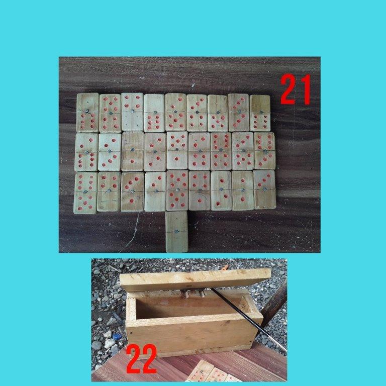 Hermosos dominoes artesanales con su caja.