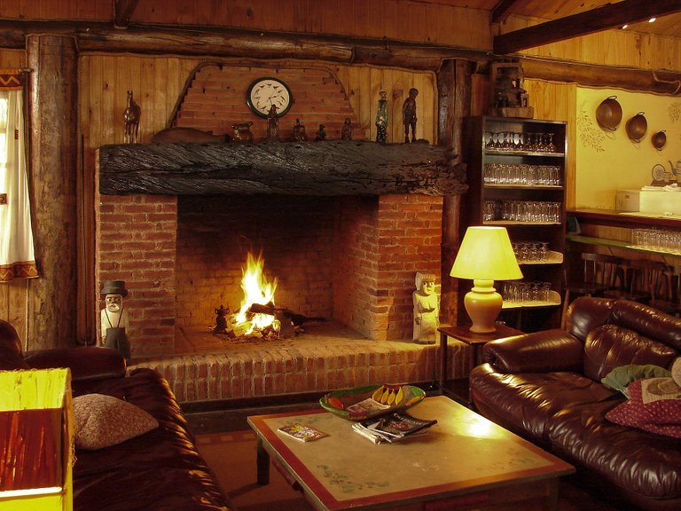 fireplace1741208_1920.jpg