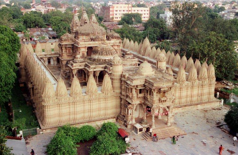 Sheth_Hutheesinh_Temple.jpg