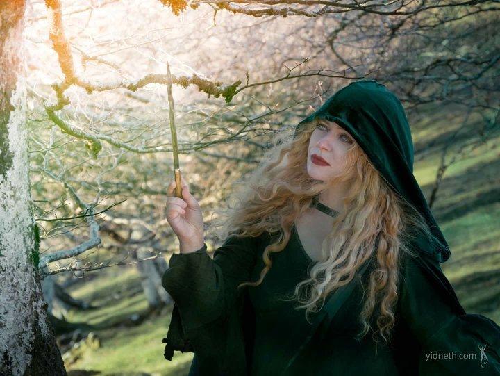 Green Cloak Priscilla Hernandez Yidneth  (2).jpe