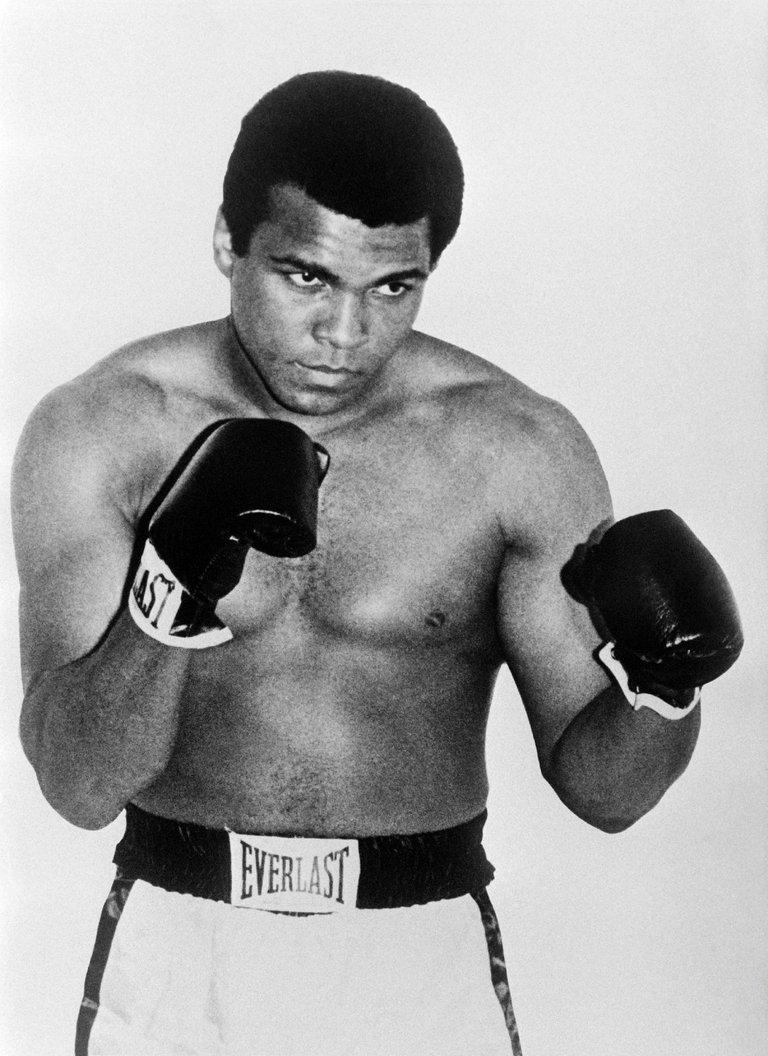 La-legende-boxe-Mohamed-Ali-photo-datee-annees-60_1_1400_1924.jpg