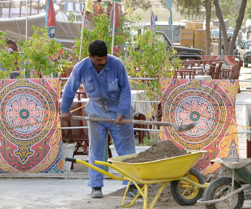 dubai12-workers.jpg