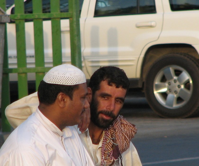 dubai11-workers.jpg