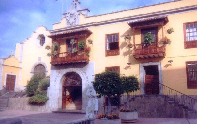 Icod de Los Vinos Ayuntamiento.jpg