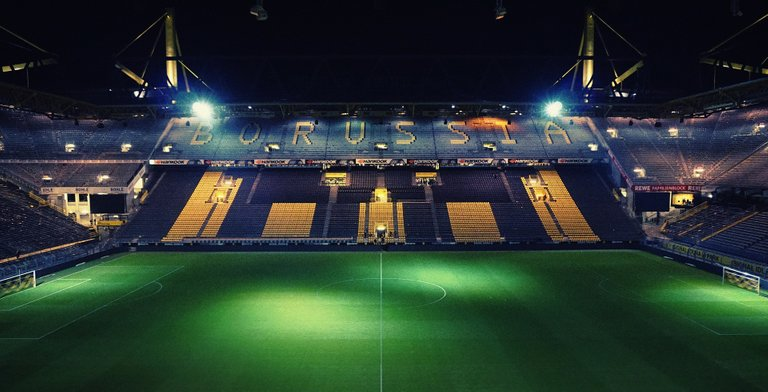 stadium-2606345_1920.jpg