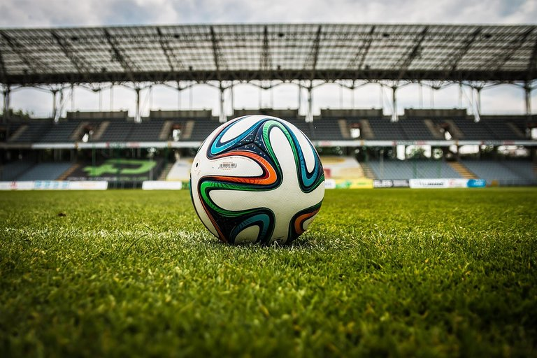 the-ball-488700_1280.jpg